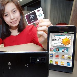Post thumbnail of LG、3D撮影、NFCステッカー(LG Tag+)対応「Optimus 3D Cube」発表、2012年3月韓国通信キャリアSKテレコムにて発売