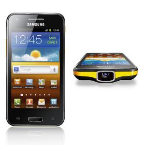 Post thumbnail of サムスン、プロジェクター搭載、最大輝度15ルーメン 50インチスクリーン表示が可能 Android スマートフォン「Galaxy Beam」発表