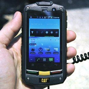 Post Thumbnail of 建設機械で有名な米 Caterpillar 社、防水防塵、耐衝撃の頑丈スマートフォン「CAT B10」発表、2012年5月欧州で発売