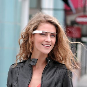 Post thumbnail of Google、メガネ型のヘッドアップディスプレイ開発プロジェクト「Project Glass」発表。拡張現実(AR)機能搭載