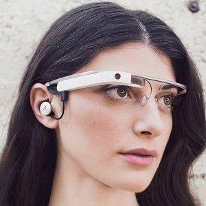 Post thumbnail of グーグル、改良版グラスとなる新型「Google Glass Explorer Edition」公開、イヤフォンジャック搭載で度付きメガネに対応