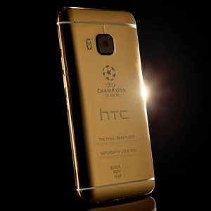Post thumbnail of HTC、24金使用 UEFA チャンピオンズリーグモデルスマートフォン「24ct. GOLD Champions League Collector's Edition」公開