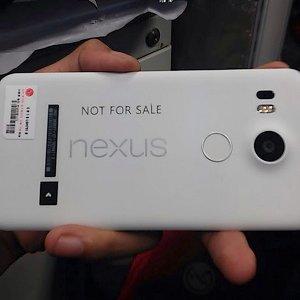 Post thumbnail of グーグル、指紋センサー搭載の未発表 LG 製 5.2インチネクサススマートフォン「Nexus 5 (2015)」実機写真リーク