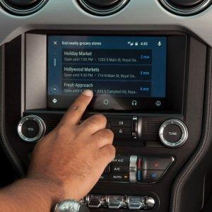 Post thumbnail of フォード、2016年春よる販売される2017年モデルの自動車全てをグーグル Android Auto とアップル CarPlay に対応へ